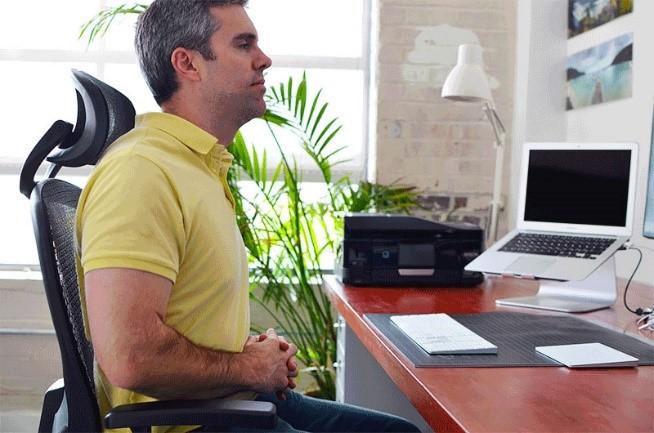 ورزش شکم و پهلو روی صندلی ,ورزش برای افراد که زیاد می نشینند , ورزش شکم در محل کار ,نرم افزار حرکات ورزشی برای کارمندان , ورزش برای پشت میز نشین ها, ورزش پشت میز محل کار, یوگا پشت میز کار